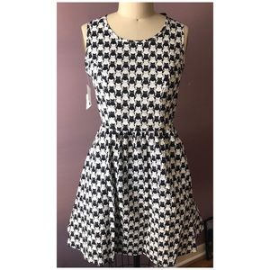 Dresses & Skirts - Black & white CAT print cotton DRESS Small